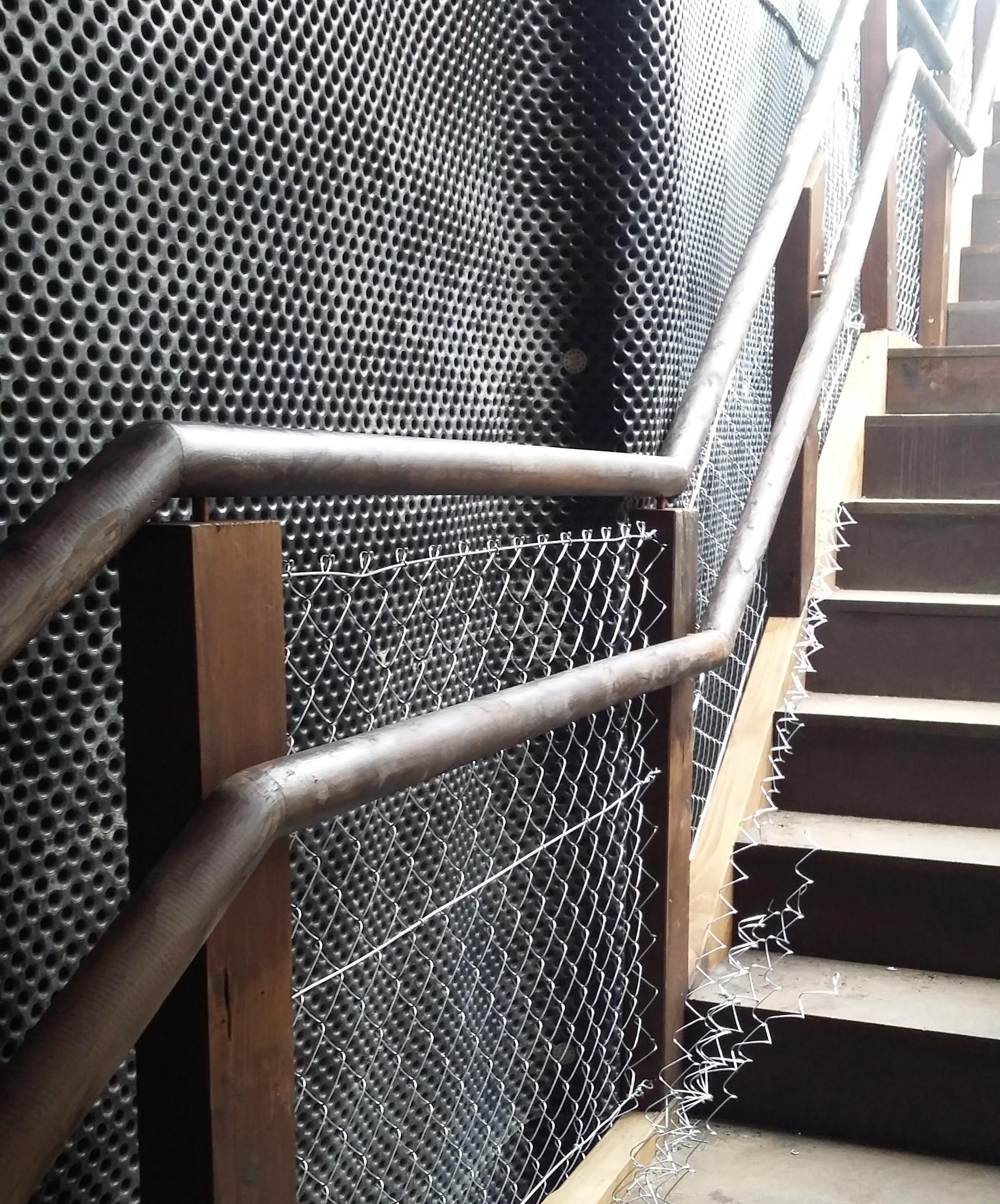 20160125_Malla escalera Galerías Punta Begoña
