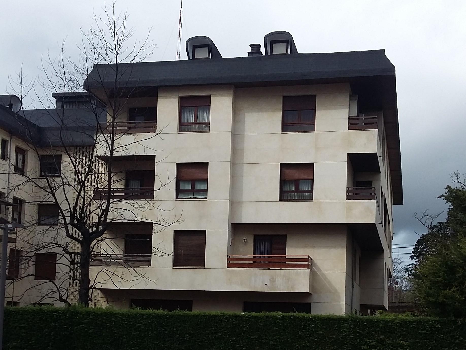 Reparación fachadas y cubierta Errekagane Nº17-19